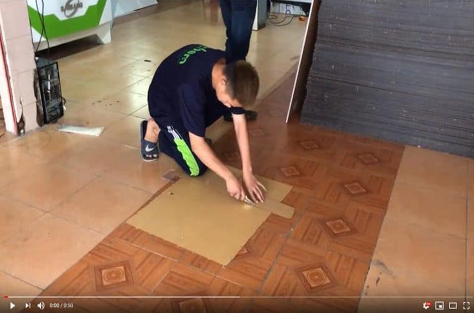 Hướng dẫn cách cắt mica bằng dao rọc giấy đơn giản tại nhà