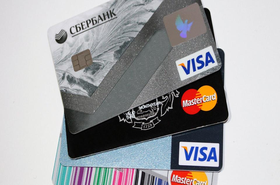 Thẻ ATM được làm từ nhựa gì?
