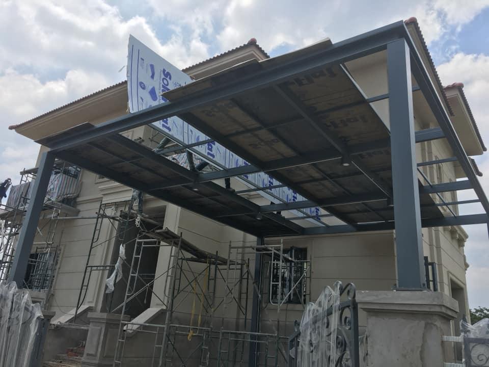 Lợp tấm polycarbonate cho mái nhà để xe thông minh